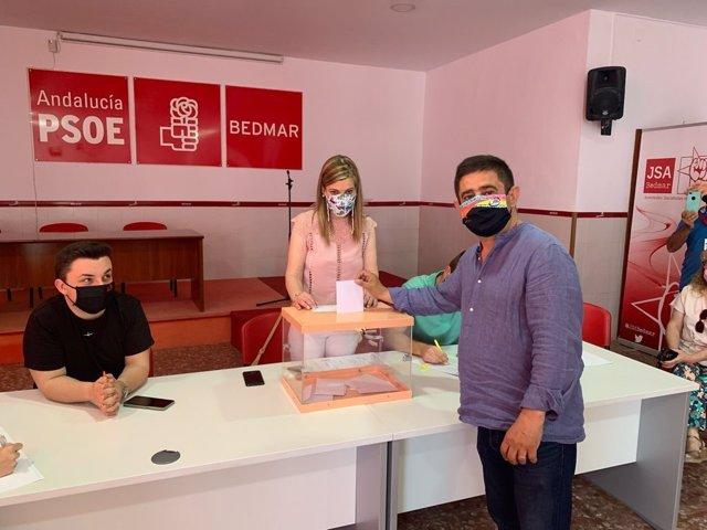 El secretario general del PSOE de Jaén, Francisco Reyes, este domingo votando en las primarias para la candidatura a la Junta de Andalucía.