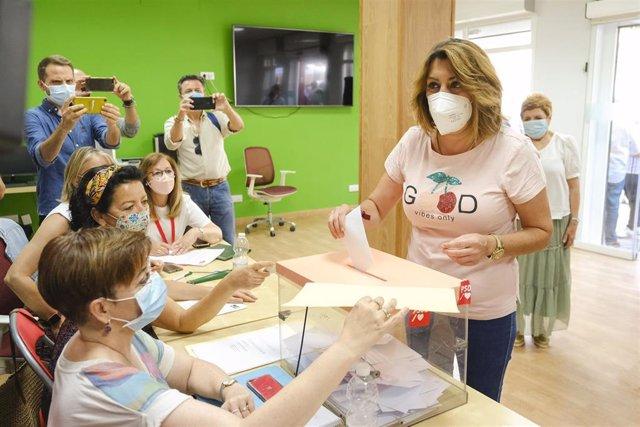 Archivo - Susana Díaz vota este domingo en las primarias del PSOE-A, en Sevilla