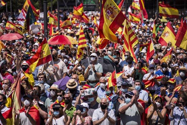 Vista general de la concentració contra els indults als presos de el 1-O en la qual han participat una multitud de persones, a la Plaça de Colón, a 13 de juny de 2021, a Madrid