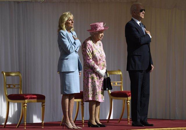 13 June 2021, United Kingdom, Windsor: Queen Elizabeth II (C) receives US President Joe Biden (R) and First Lady Jill Biden during their visit to Windsor Castle. Photo: Matt Dunham/PA Wire/dpa