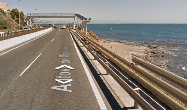 Lugar del accidente de tráfico en Mijas, en el Faro de Calaburras