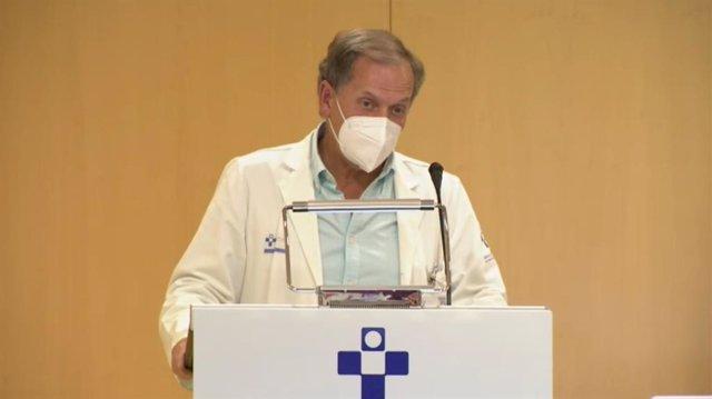 Javier Álvarez, jefe de Servicio de Cirugía Vascular del Hospital Universitario de Cabueñes durante la rueda de prensa