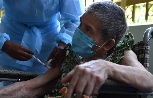 13 June 2021, Malaysia, George Town: An elderly man receives a dose of a COVID-19 vaccine from the Mobile Vaccination Unit. Photo: K.Ganeson/BERNAMA/dpa