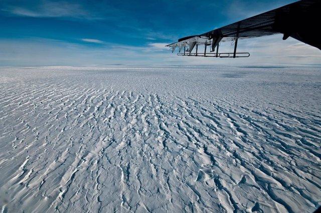 El glaciar Pine Island termina en una plataforma de hielo que flota en el mar de Amundsen.