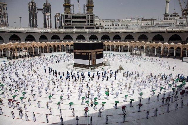 Archivo - Circunvalación de la Kaaba en la Gran Mezquita de La Meca durante la peregrinación