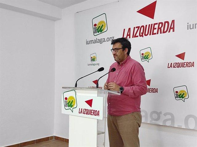 El parlamentario andaluz y coordinador provincial de IU Málaga, Guzmán Ahumada, en rueda de prensa