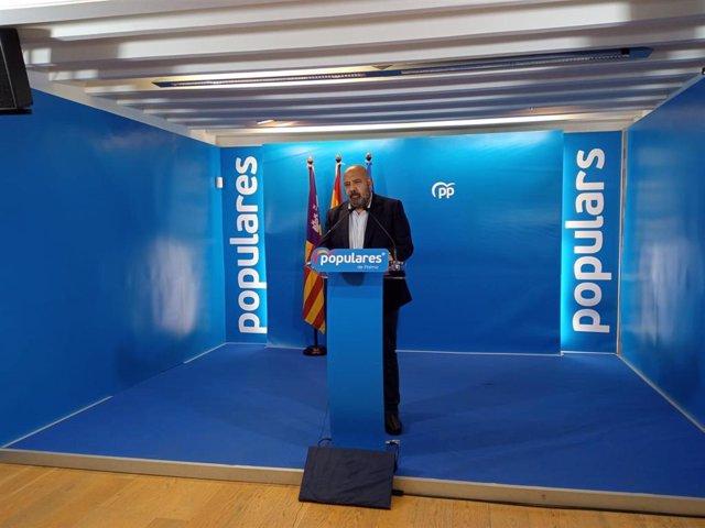 El presidente del PP de Palma, Jaime Martínez, en una rueda de prensa.