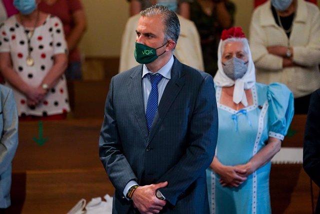 El secretario general de Vox, Javier Ortega Smith, asiste a una eucaristía previa a la inauguración del mosaico dedicado a la Virgen de la Paloma, en la parroquia de La Paloma, a 31 de mayo de 2021, en Madrid (España).