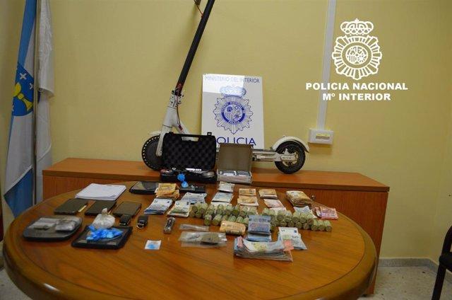 Efectos intervenidos a cinco integrantes de un clan familiar detenidos por tráfico de drogas en Ourense.