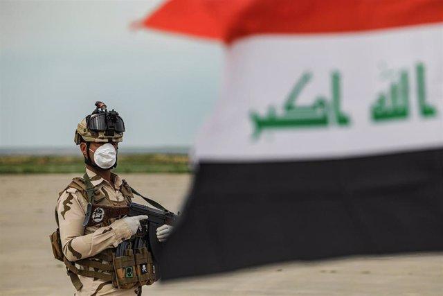 Archivo - Un soldado del Ejército de Irak