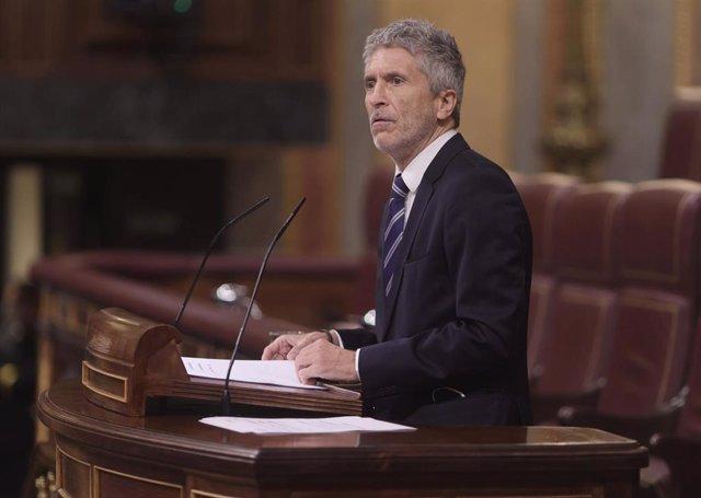 El ministro del Interior, Fernando Grande-Marlaska, interviene en una sesión plenaria celebrada en el Congreso de los Diputados el 10 de junio