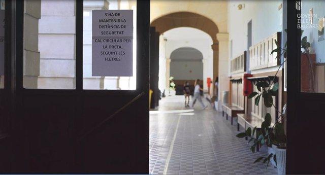 Baleares detecta un positivo en Ibiza entre el personal docente en la última semana.
