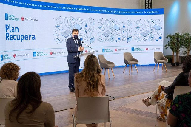 El conselleiro de Cultura, Educación e Universidade, Román Rodríguez, presenta el 'Plan Recupera' de refuerzo educativo para el curso 2021/2022 en el Edificio CINC de la Cidade da Cultura.