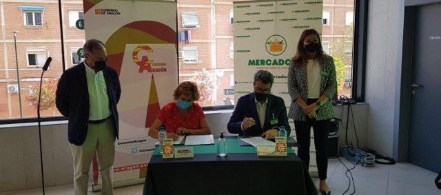 Firma de la adhesión de Mercadona a la Junta Arbitral de Consumo de Aragón.