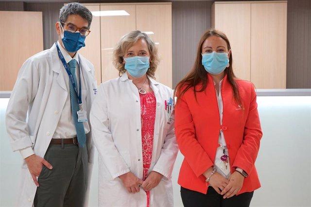 El doctor Francisco José Soria Perdomo, médico geriatra, la doctora María Dolores Rodríguez García, jefa de Servicio de Medicina de Familia y Miriam Polvorinos responsable de Atención al Paciente.