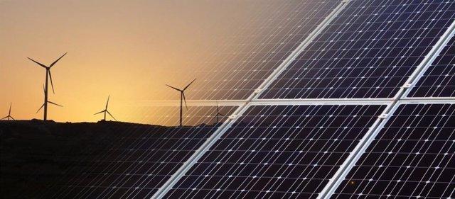 Archivo - Parques eólicos y fotovoltaicos