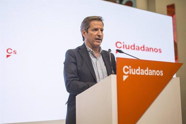 Archivo - El vicesecretario general de Ciudadanos, Daniel Pérez Calvo, en una rueda de prensa en la sede del partido en Madrid.