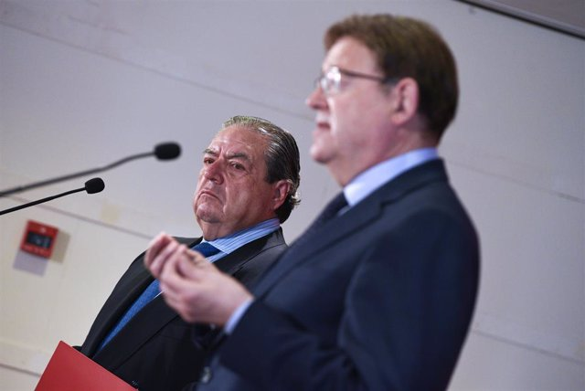 El vicepresident de la Fundació Premis Jaume I, Vicente Boluda (e); i el president de la Generalitat de València, Ximo Puig, en l'esmorzar-col·loqui de l'Associació Valenciana d'Empresaris (AVE), 14 de juny del 2021.