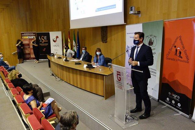 El alcalde de Granada, Luis Salvador, interviene en un acto en la Diputación