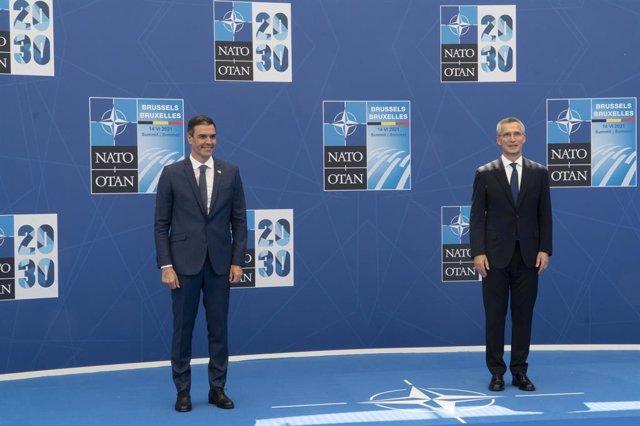 El president del Govern, Pedro Sánchez, i el secretari general de l'OTAN, Jens Stoltenberg