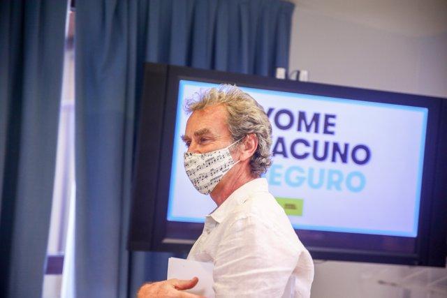 El director del Centro de Alertas y Emergencias Sanitarias (CAES), Fernando Simón, a su llegada a una rueda de prensa para informar sobre la pandemia de Covid-19, a 14 de junio de 2021