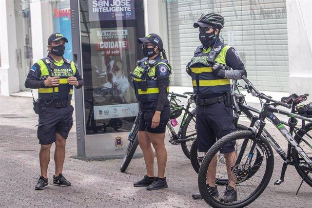 Archivo - Policía en San José de Costa Rica