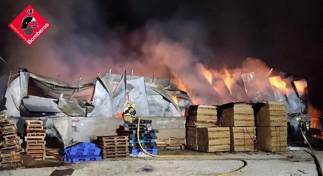 Incendio en fábrica