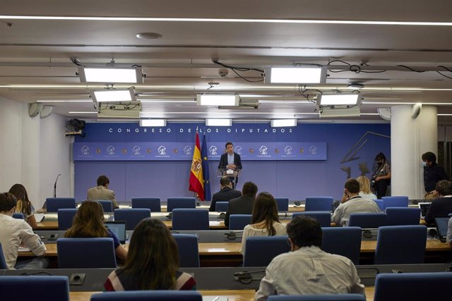 El líder de Más País, Íñigo Errejón, interviene en una rueda de prensa