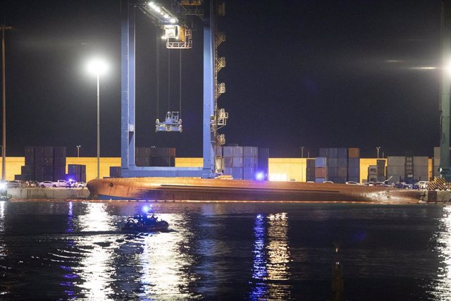 El barco de mercancías volcado en Castelló