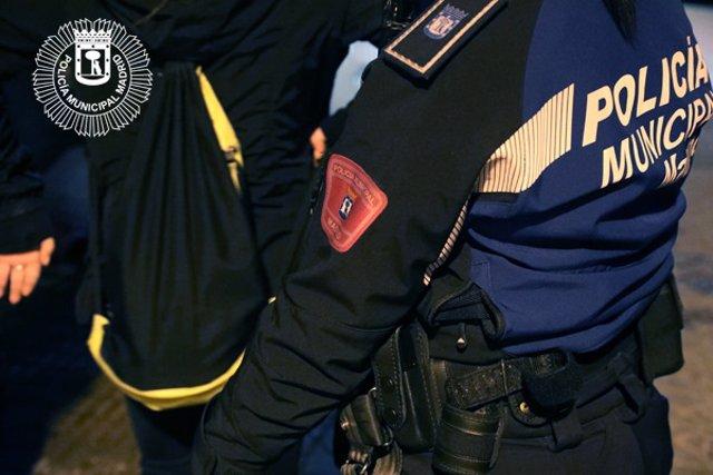 Archivo - Imagen de recurso de un detenido por la Policía Municipal de Madrid.