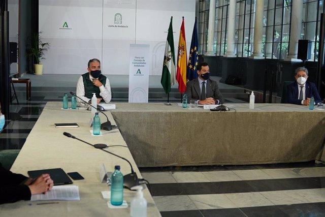 Archivo - Reunión telemática del Consejo de Comunidades Andaluzas presidida por el presidente de la Junta, Juanma Moreno (Foto de archivo).