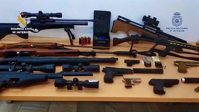 La Guardia Civil y la Policía Nacional detienen a 25 personas en Benifallim y Cocentaina por poseer 15.000 plantas de marihuana