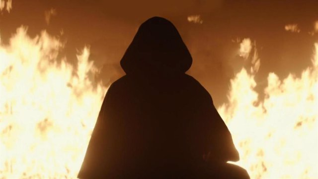 ¿Quién se oculta bajo la capucha en Loki 1x01?