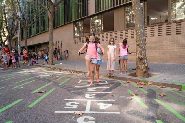 Archivo - Arxiu - Quatre de cada deu centres educatius de Barcelona han utilitzat equipaments i espais exteriors municipals per ampliar el seu espai durant aquest curs marcat per la covid-19.