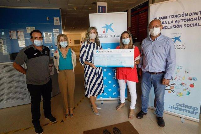 """La asociación Aidemar recibe el apoyo de la Fundación """"la Caixa"""" y CaixaBank para crear una pista deportiva en el Centro de Día de San Pedro del Pinatar"""
