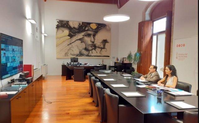 El conseller de Hacienda y Modelo Económico, Vicent Soler, y la directora general de la Agencia Tributaria Valenciana, Sonia Díaz, en el Observatorio Fiscal de la Comunitat Valenciana.