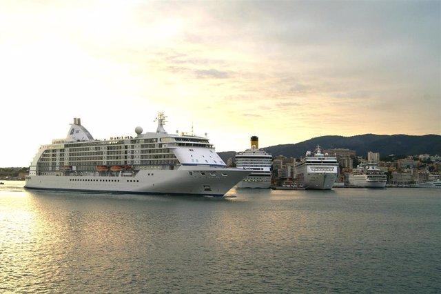Archivo - Cruceros en el puerto de Palma.