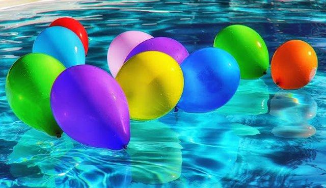Fiesta en casa con piscina