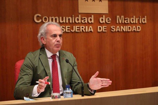 El consejero de Sanidad en funciones de la Comunidad de Madrid, Enrique Ruiz Escudero,