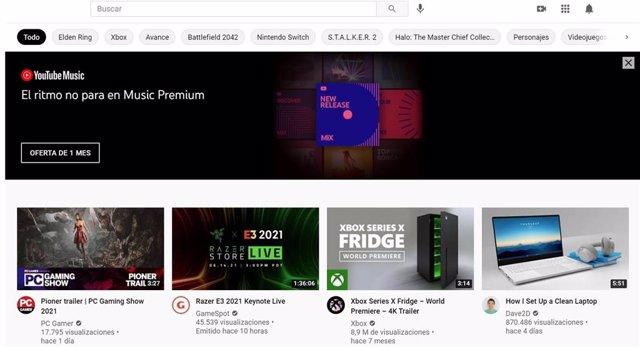 Página de inicio de YouTube con el anuncio principal de la parte superior