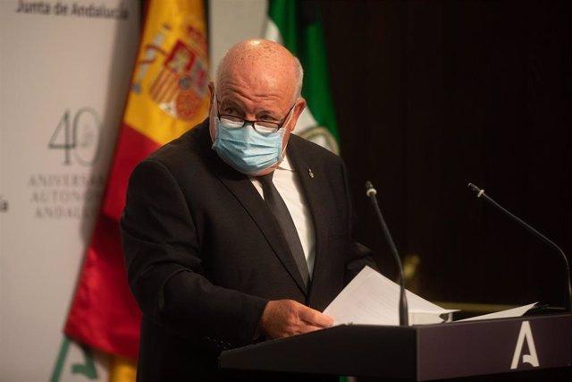 El consejero andaluz de Salud y Familias, Jesús Aguirre, en rueda de prensa.
