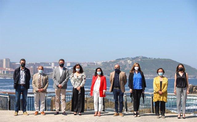 La alcaldesa de A Coruña, Inés Rey, junto al equipo de gobierno en el balance de los dos años de mandato