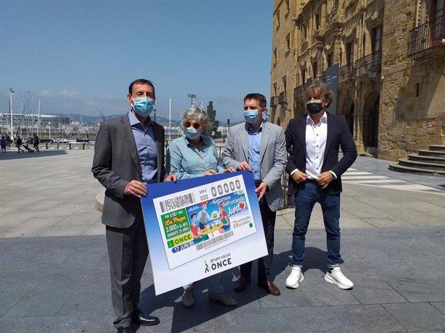 Presentación del cupón de la ONCE en apoyo a la Hostelería, en Gijón