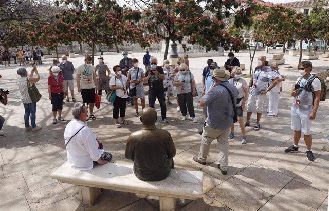 Turistas procedente del crucero Mein Shiff 2, que ha llegado de la primera escala a el puerto de Málaga, después de la pandemia del Covid- 19, visitando la ciudad andaluza  a 15 de junio del 2021 en Málaga, Andalucía, España.