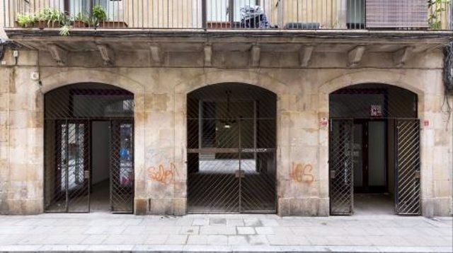Foto d'arxiu d'uns baixos a Barcelona.
