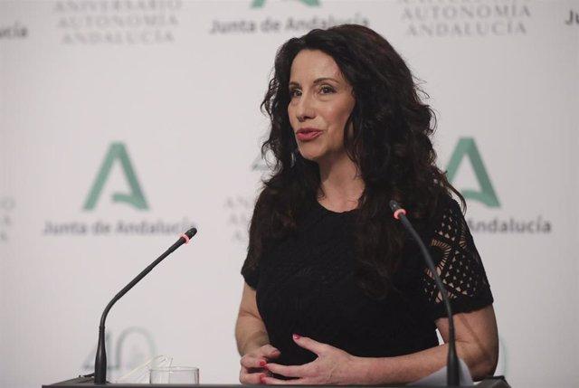 La consejera de Igualdad, Políticas Sociales y Conciliación, Rocío Ruiz durante su intervención en la rueda de prensa semanal posterior a la reunión del Consejo de Gobierno en el Palacio de San Telmo, a 25 de mayo de 2021, en Sevilla (Andalucía).