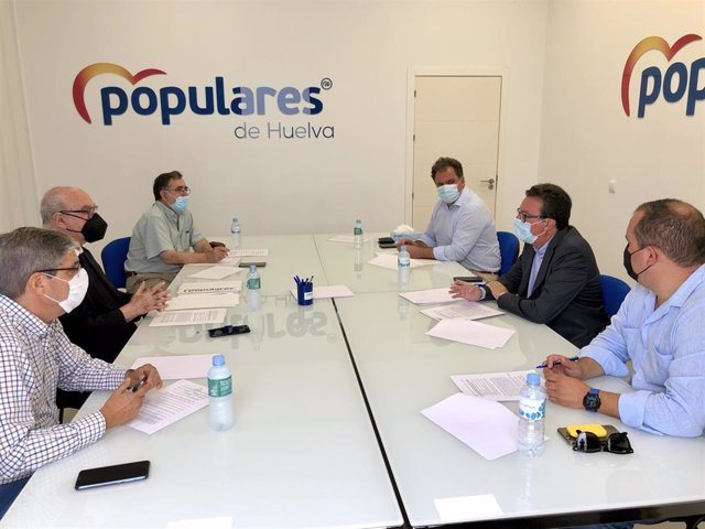 Reunión entre el Partido Popular de Huelva y la Asociación de Comunidades de Regantes de la Provincia de Huelva (Corehu).
