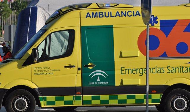 Archivo - Ambulancia de EPES 061 en una imagen de archivo