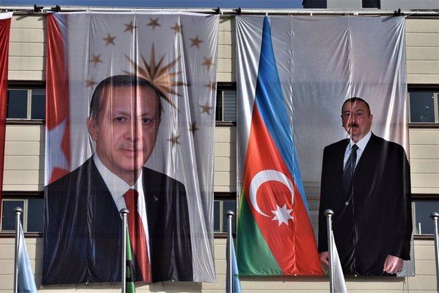 Archivo - El presidente turco, Recep Tayyip Erdogan, su homólogo azerí,  Ilham Aliyev.