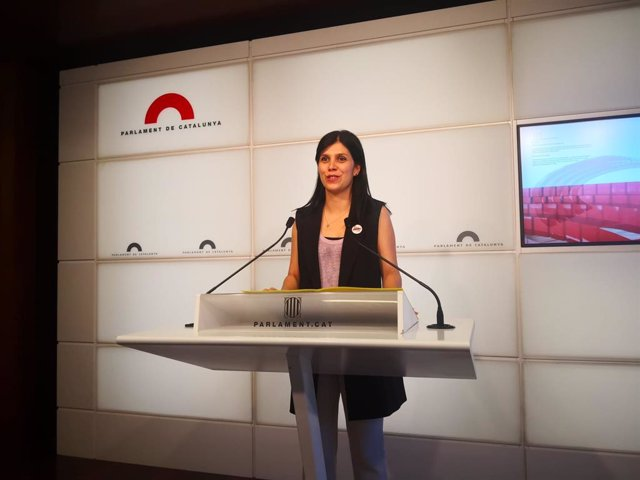 Marta Vilalta (ERC) en una roda de premsa al Parlament.